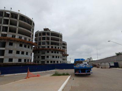 Locação de Guindastes | Guind Movimentações - Obra Nova Heliópolis